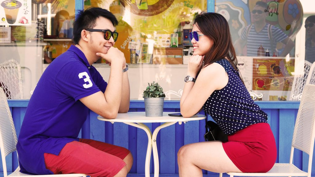Do's and Don'ts a man should always keep in mind on their first dates